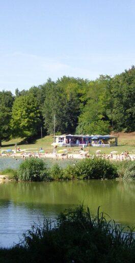 La baignade au Lac de Blasimon, qualité de l'eau, arrêté départemental et autorisation de groupes