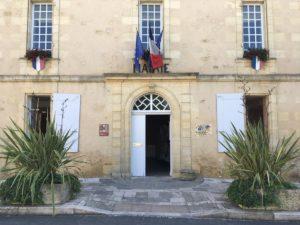 La mairie et l'agence postale communale sont ouvertes aux horaires habituels